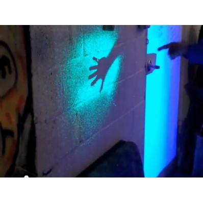 Vernice spray fosforescente luminescente che si illumina al